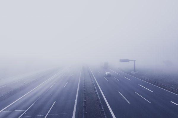Conducir una furgoneta con niebla