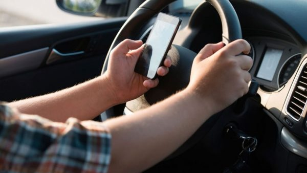 Malos hábitos comunes en la conducción